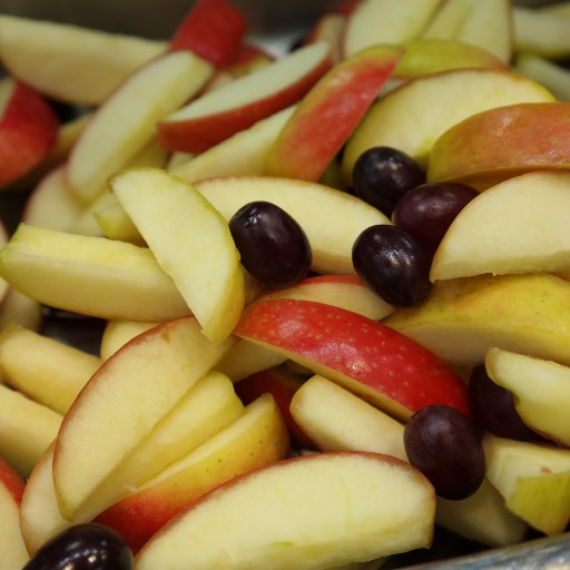 Fresh Apple Slice With Grapes